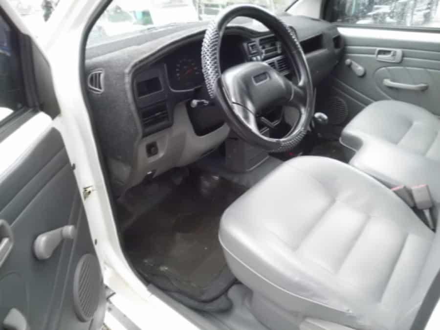 2006 Isuzu Crosswind - Interior Front View