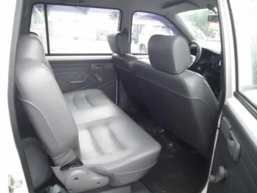 2006 Isuzu Crosswind - Interior Rear View