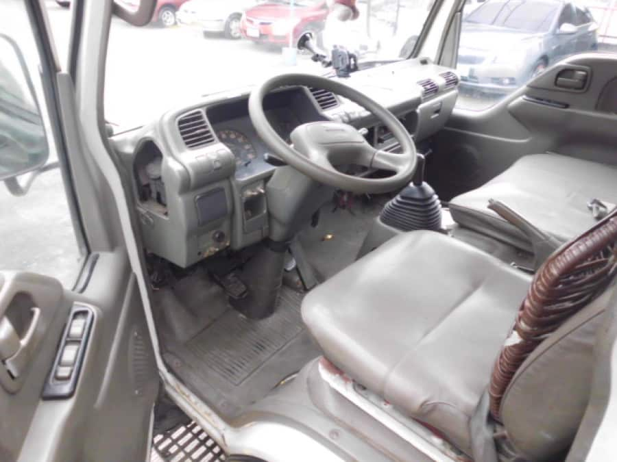 1996 Isuzu Van/Midi - Interior Front View