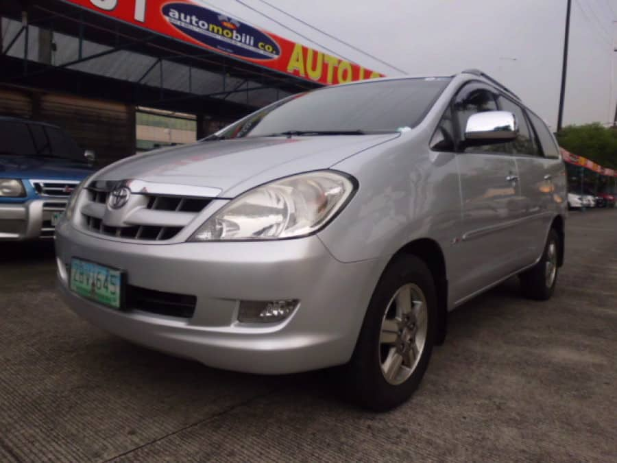 2005 Toyota Innova G - Front View