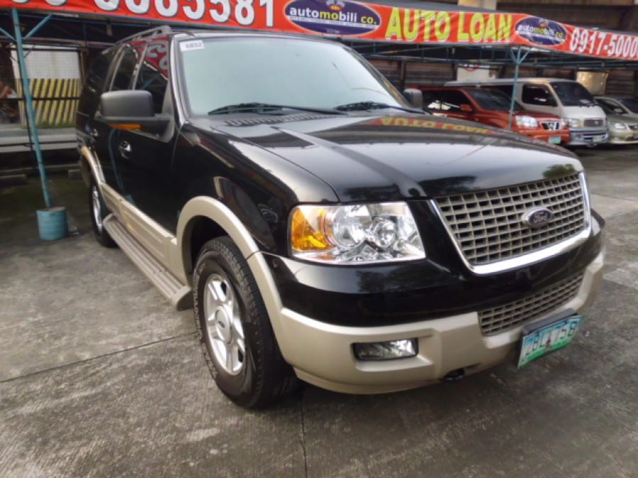 2005 Ford Expedition - Front View