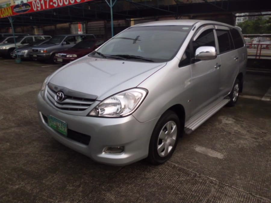 2009 Toyota Innova J - Front View