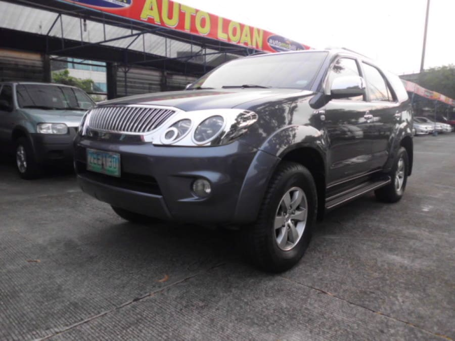 2006 Toyota Fortuner - Front View
