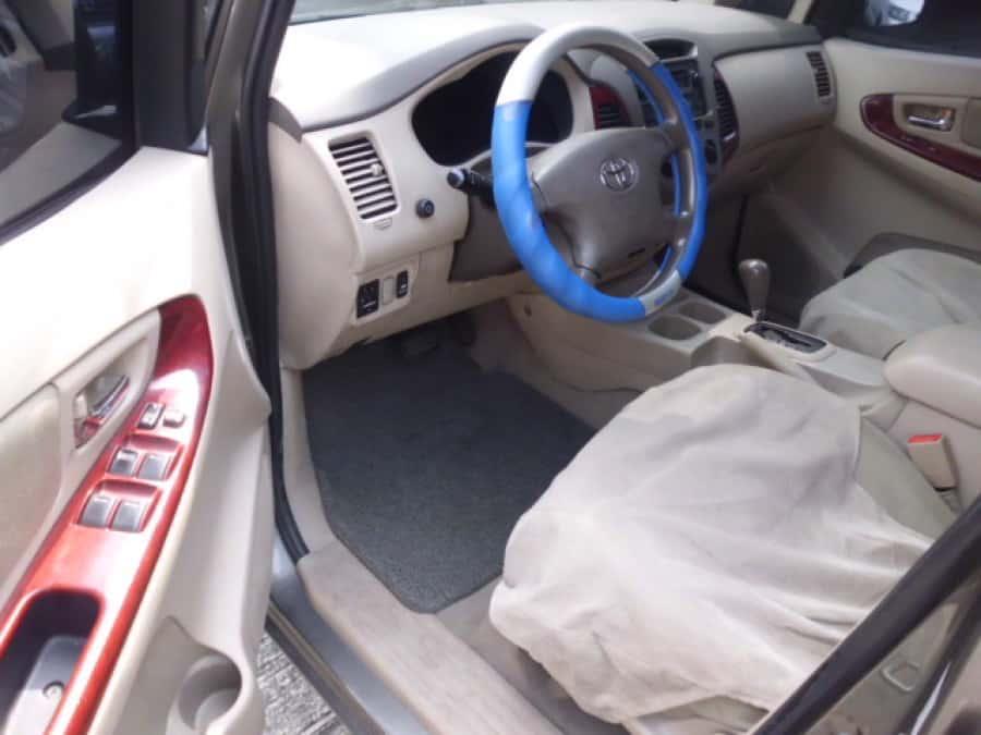2005 Toyota Innova G - Interior Front View
