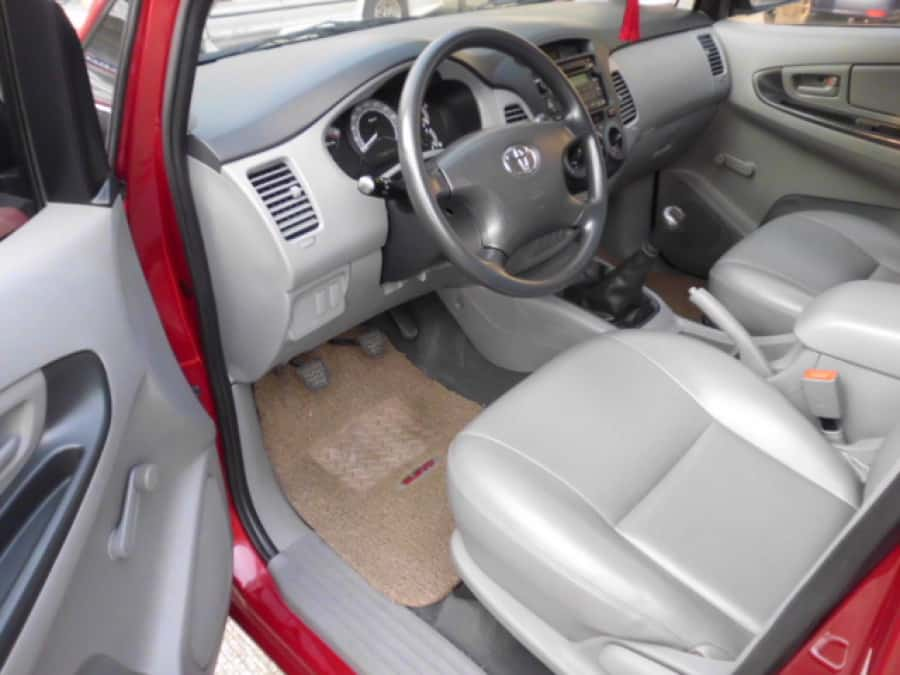 2010 Toyota Innova J - Interior Front View
