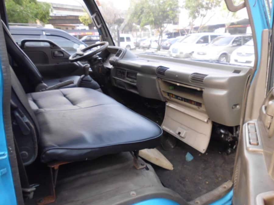1999 Isuzu Van/Midi - Interior Rear View