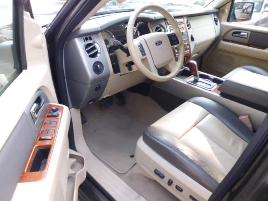 2008 Ford Expedition - Interior Front View