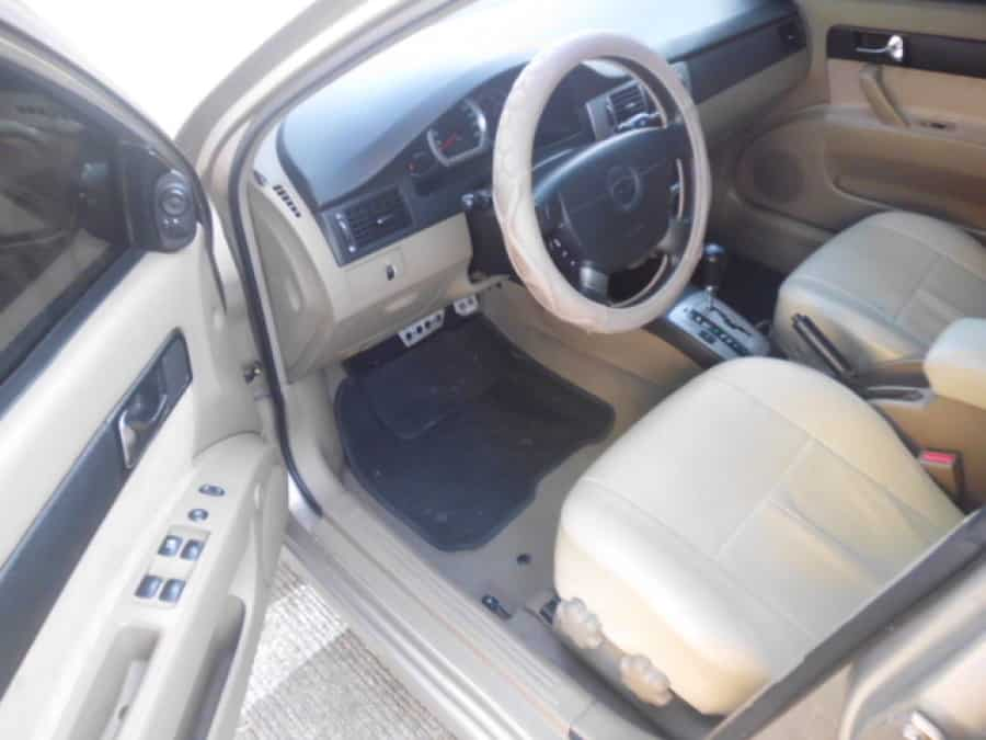 2005 Chevrolet Optra - Interior Front View