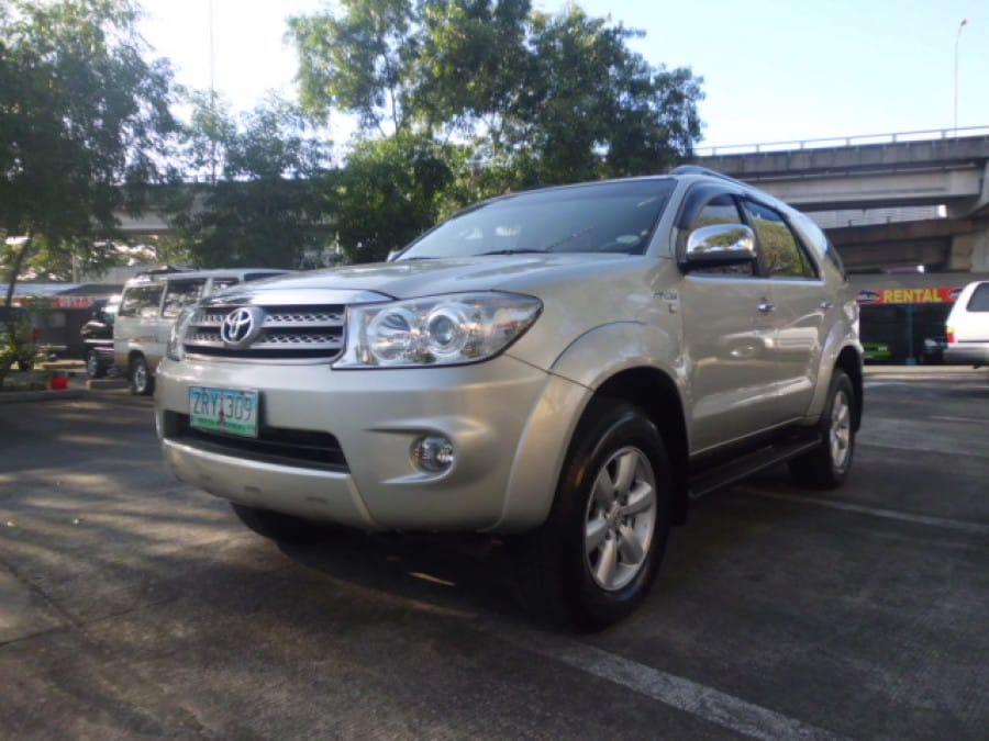 2009 Toyota Fortuner - Front View
