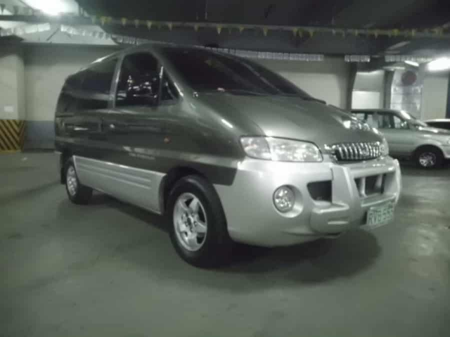 2000 Hyundai Starex - Front View