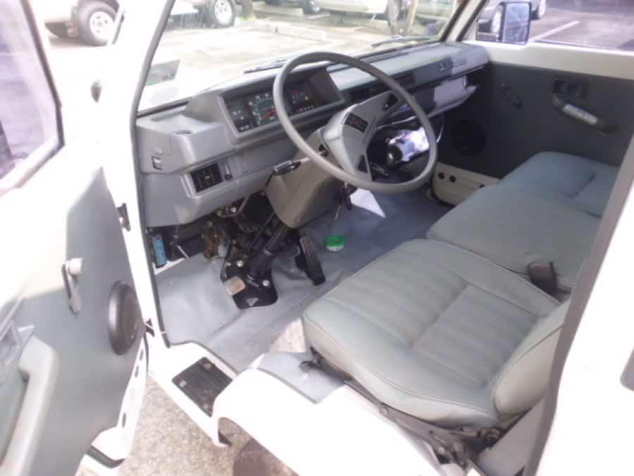 2009 Mitsubishi L300 - Interior Front View