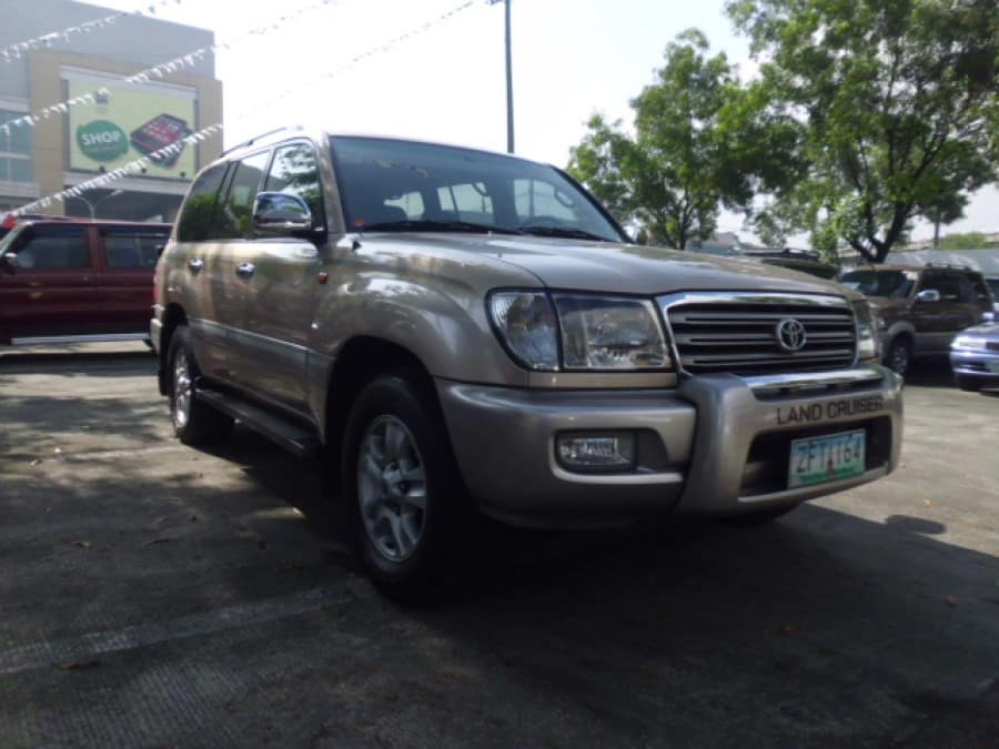 2004 Toyota LandCruiser - Front View