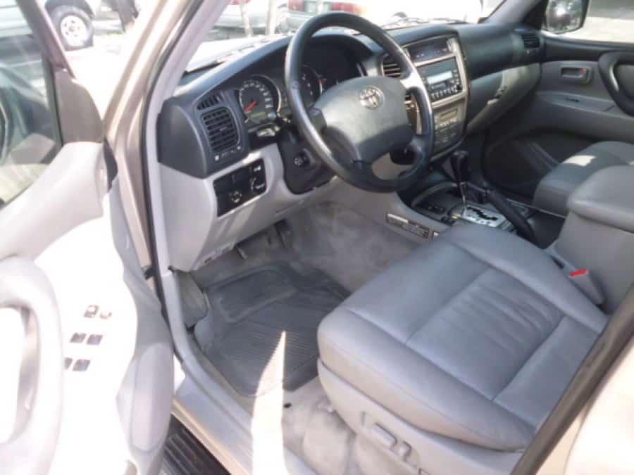 2004 Toyota LandCruiser - Interior Front View