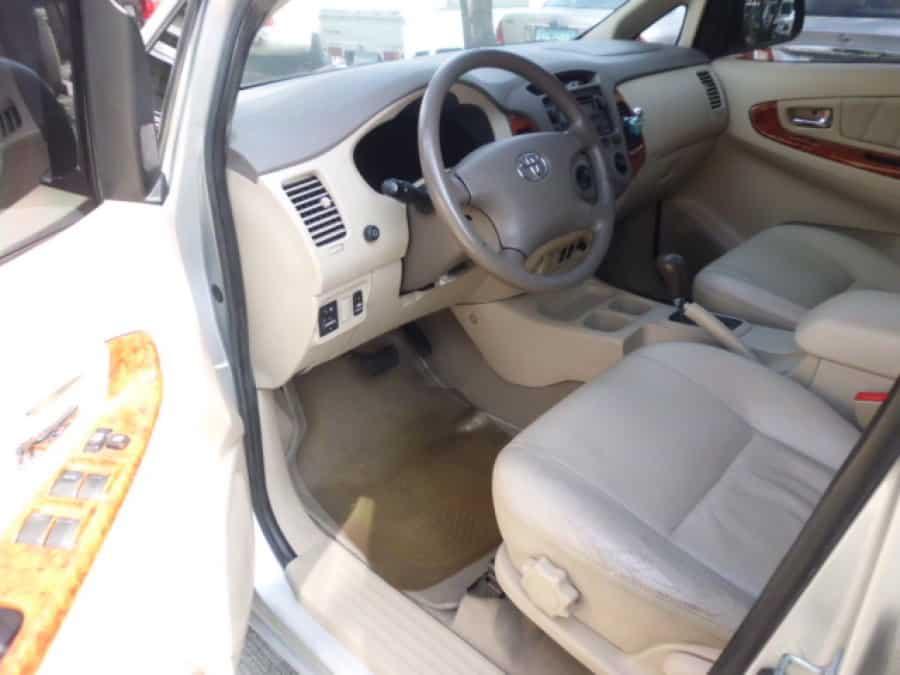 2008 Toyota Innova V - Interior Front View
