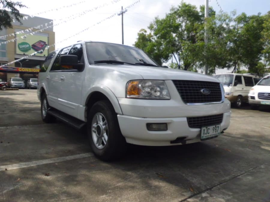 2003 Ford Expedition - Front View