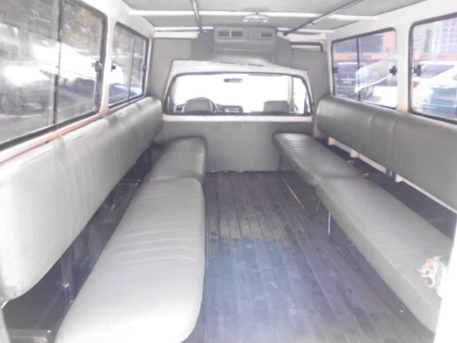 2000 Isuzu Van/Midi - Interior Rear View