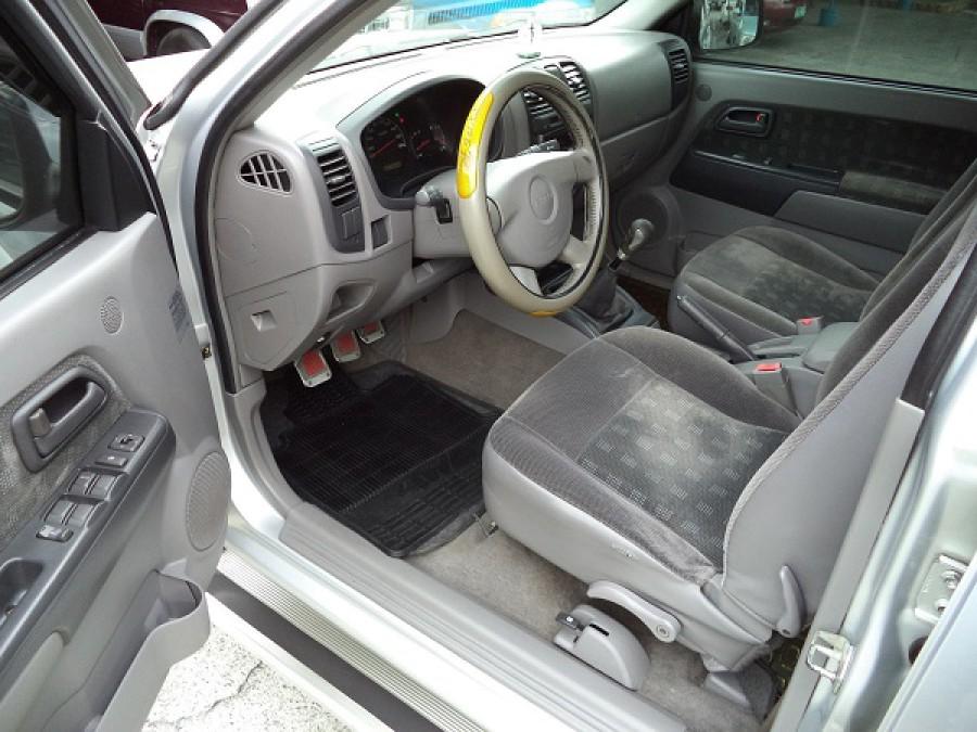 2004 Isuzu D-Max - Interior Front View