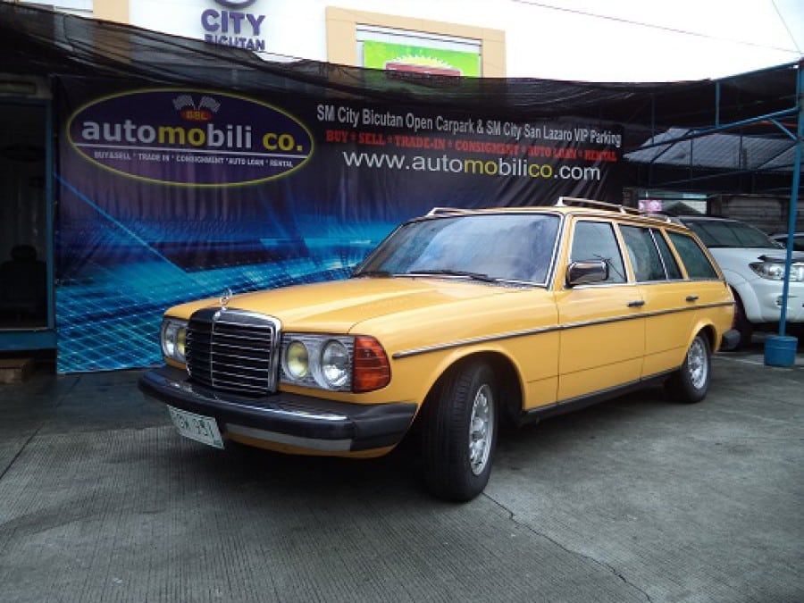 1978 Mercedes-Benz 300TD - Front View