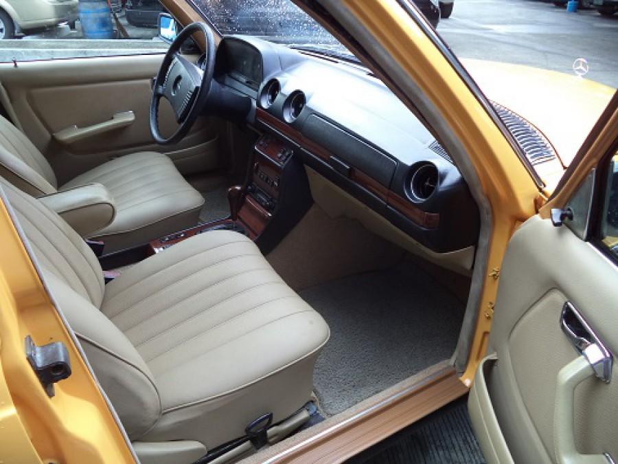 1978 Mercedes-Benz 300TD - Interior Rear View