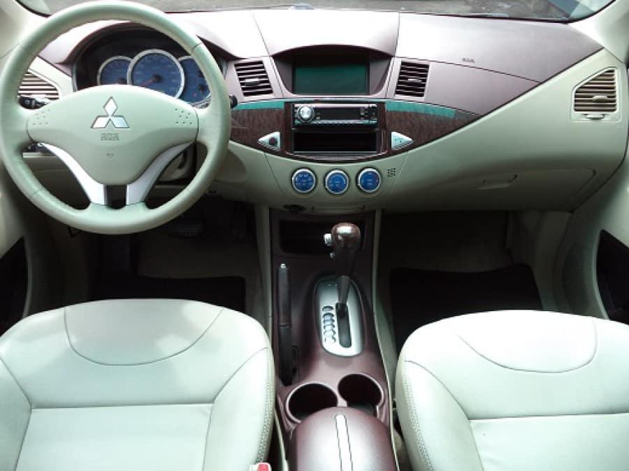 2008 Mitsubishi Fuzion - Interior Front View