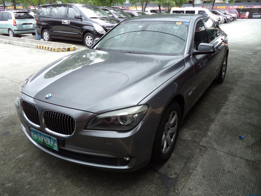 2010 BMW 7 Series - Front View