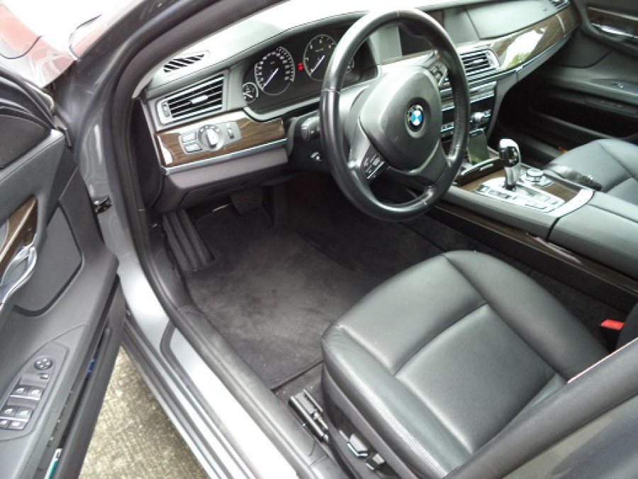 2010 BMW 7 Series - Interior Front View