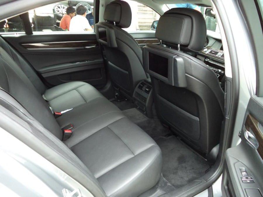 2010 BMW 7 Series - Interior Rear View