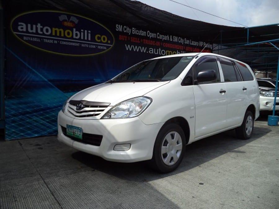 2010 Toyota Innova J - Front View