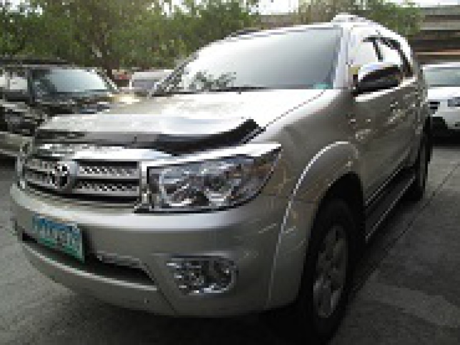 2011 Toyota Fortuner - Front View