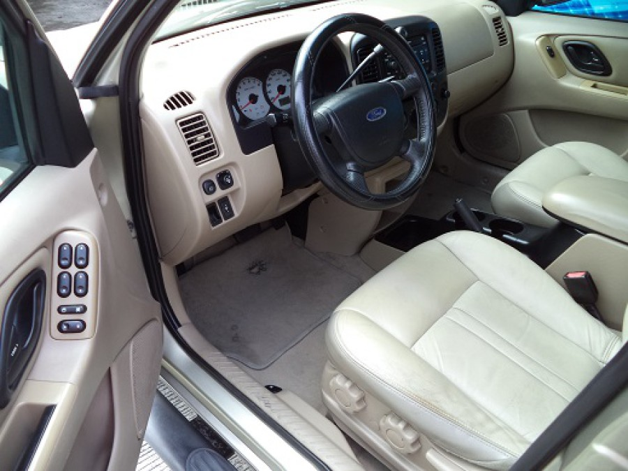 2006 Ford Escape - Interior Front View
