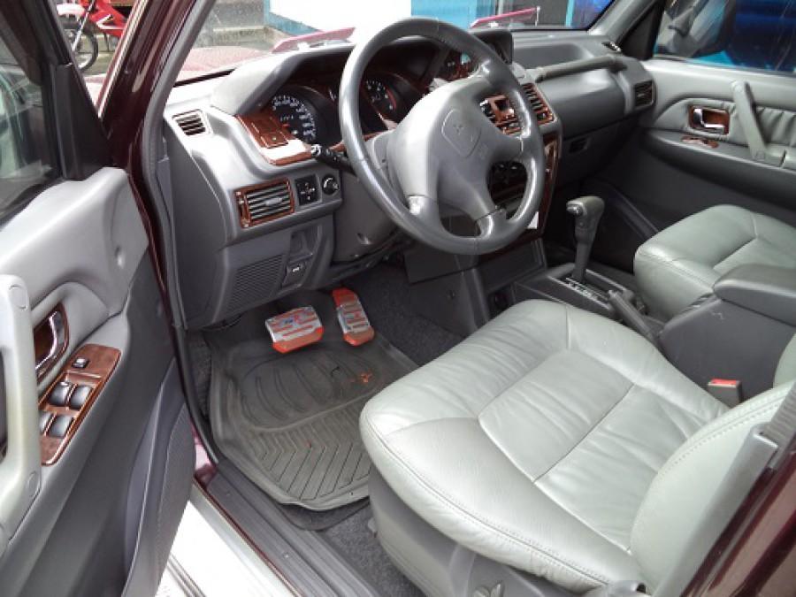 2001 Mitsubishi Pajero - Interior Front View