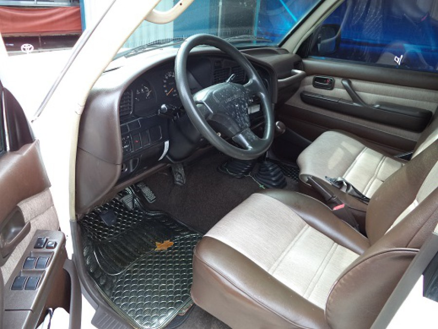 1992 Toyota Land Cruiser - Interior Front View