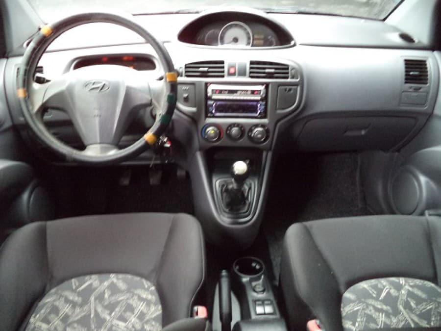 2005 Hyundai Matrix - Interior Front View