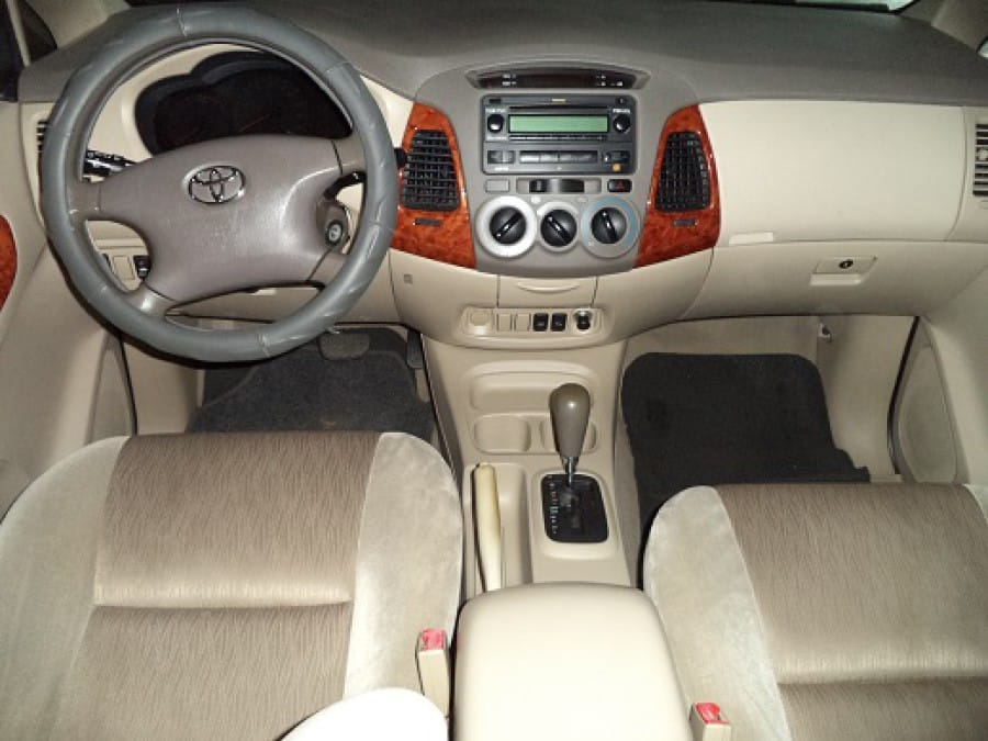 2007 Toyota Innova G - Interior Front View