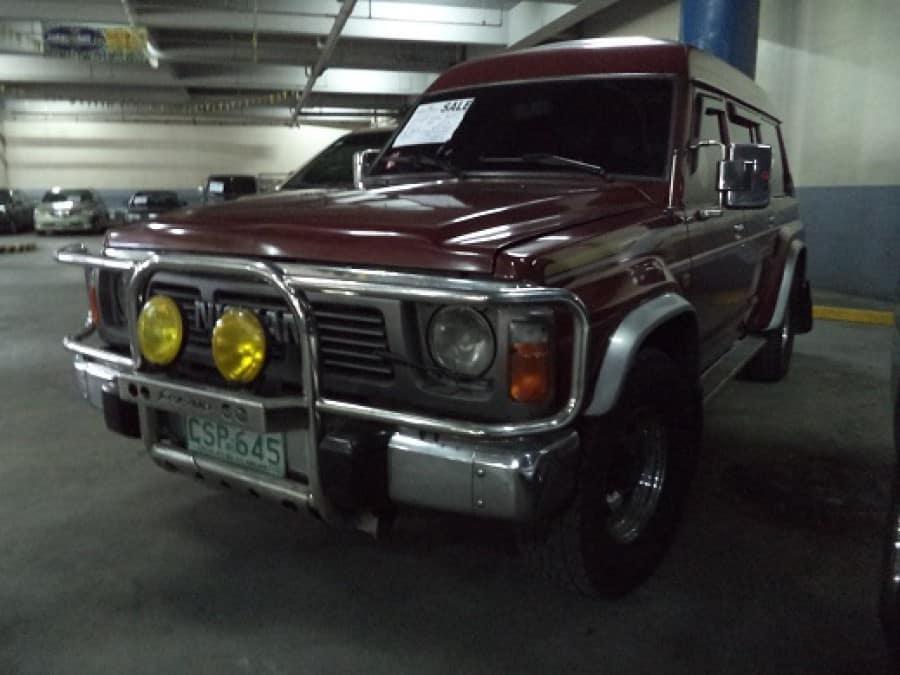 2000 Nissan Safari - Front View