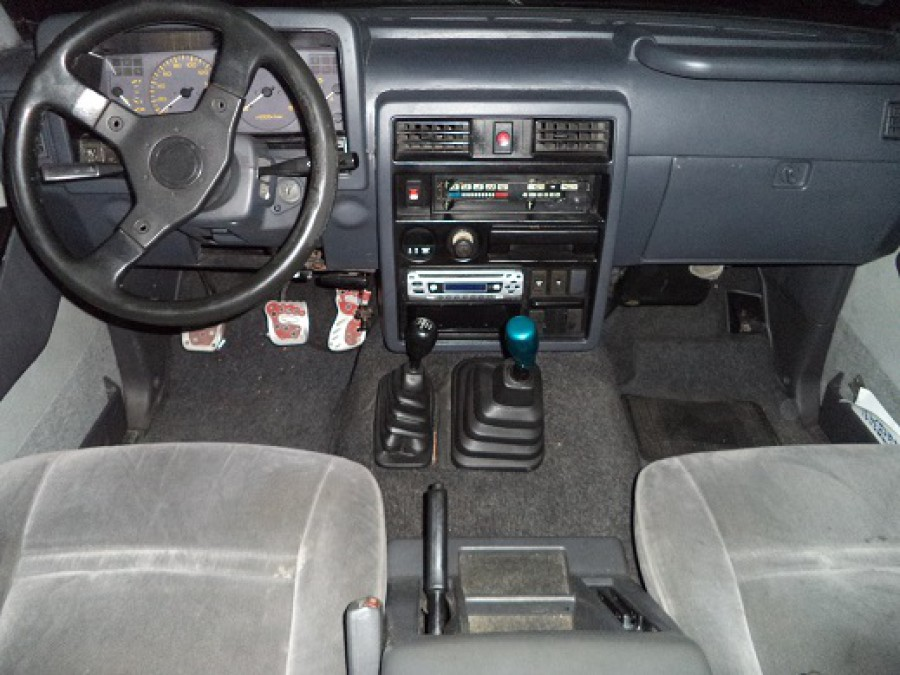 2000 Nissan Safari - Interior Front View