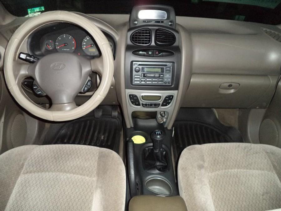 2001 Hyundai Santa Fe - Interior Front View