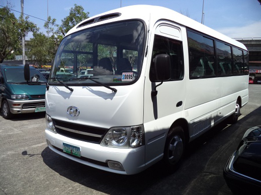 2010 Hyundai Mini Bus - Front View
