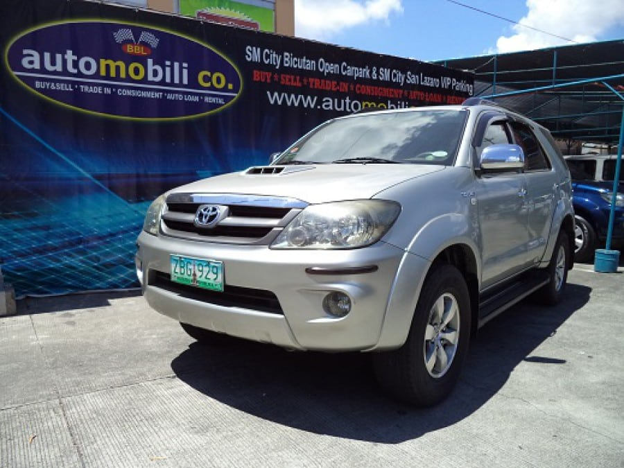 2005 Toyota Fortuner - Front View