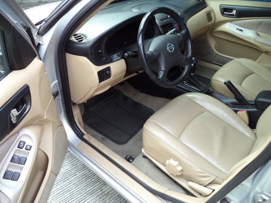 2005 Nissan Sentra - Interior Front View