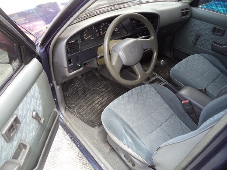 1997 Toyota HiLux - Interior Front View