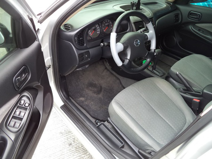 2009 Nissan Sentra - Interior Front View