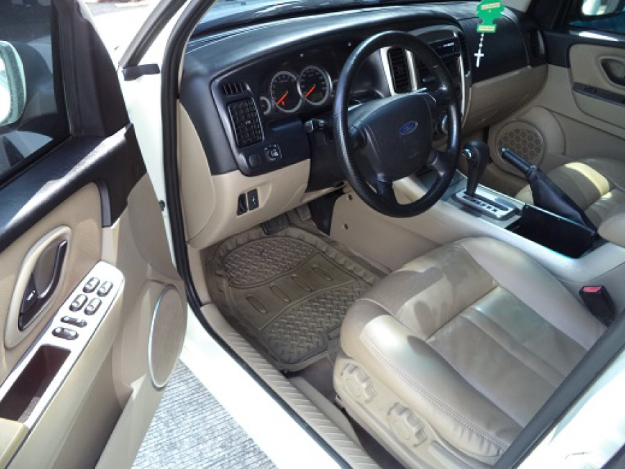 2010 Ford Escape - Interior Front View