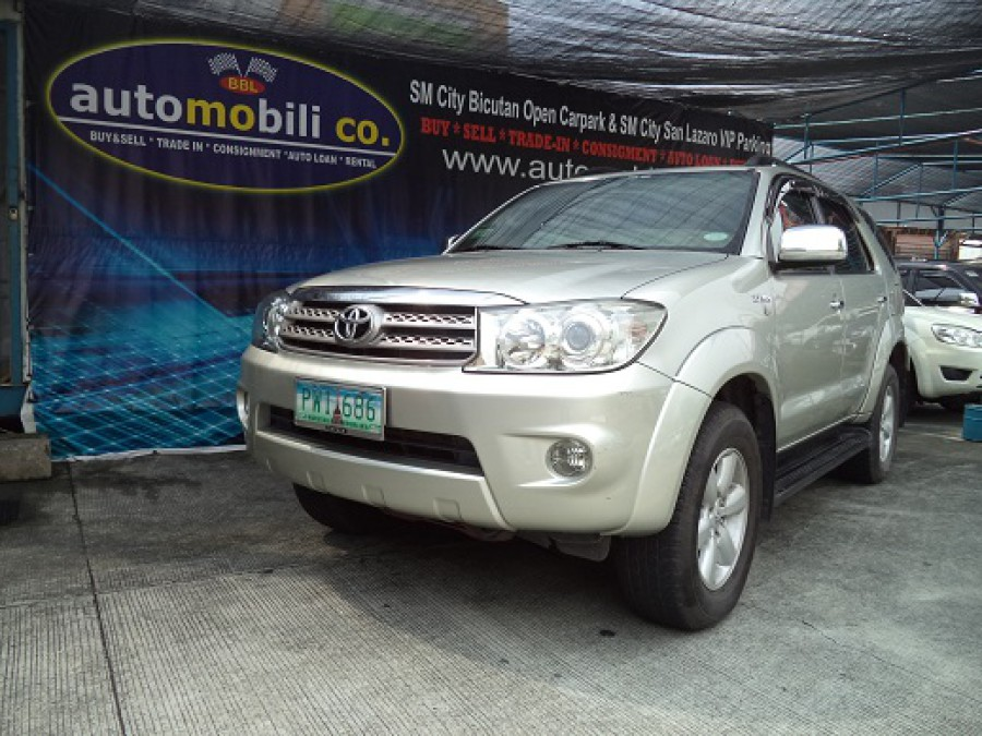 2010 Toyota Fortuner - Front View