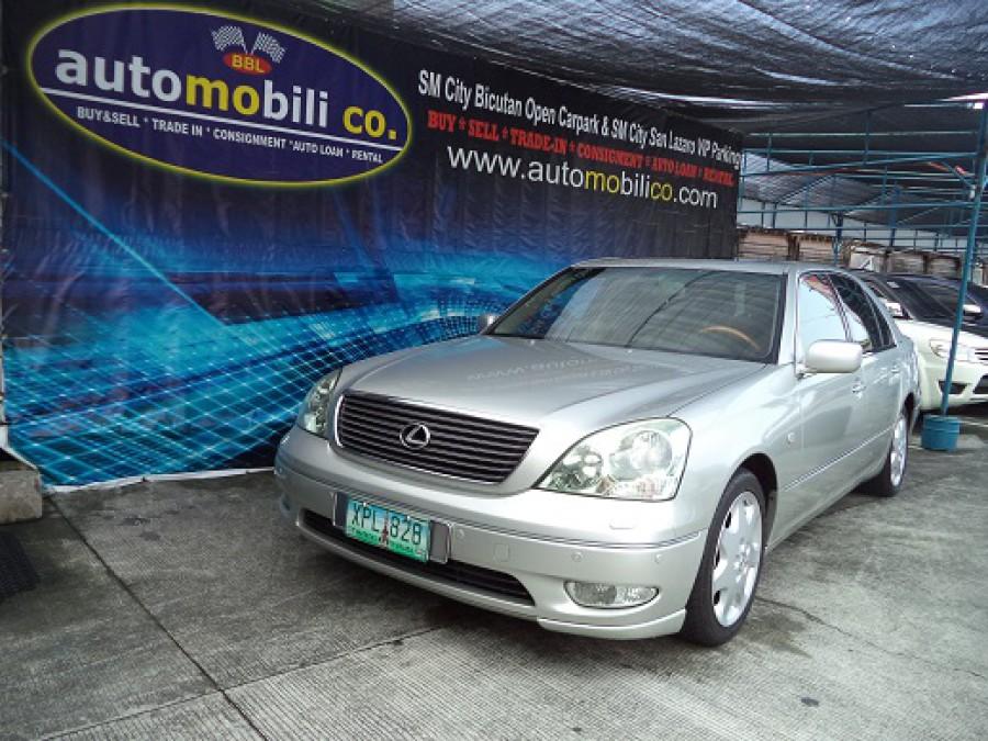 2001 Lexus LS 430 - Front View