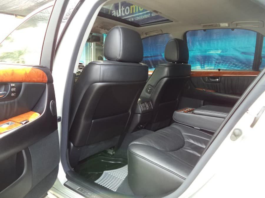2001 Lexus LS 430 - Interior Rear View