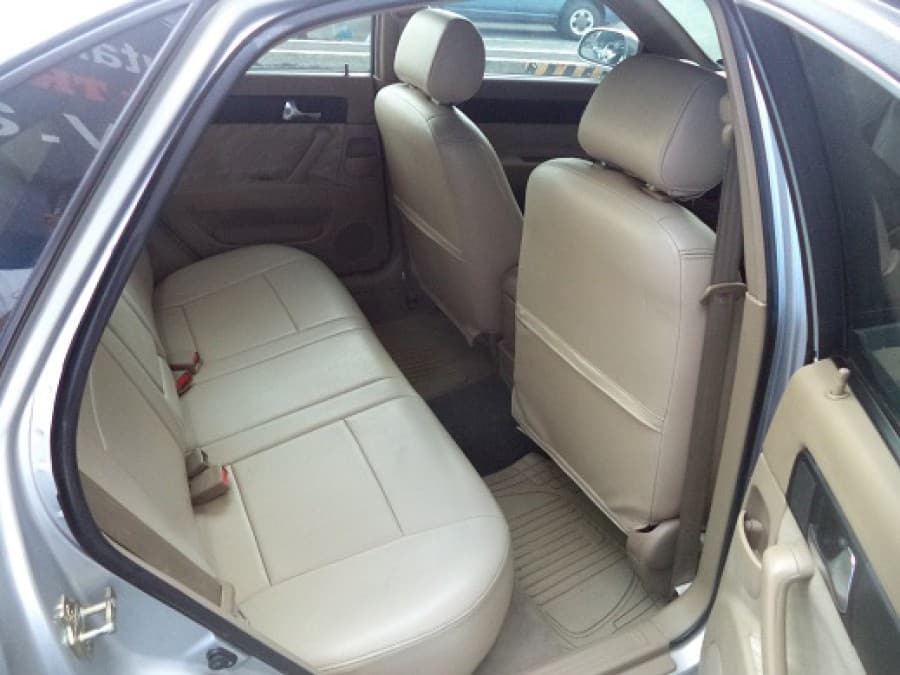 2004 Chevrolet Optra - Interior Rear View