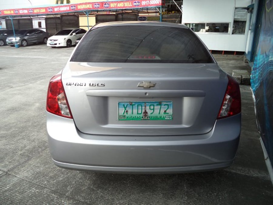 2004 Chevrolet Optra - Rear View