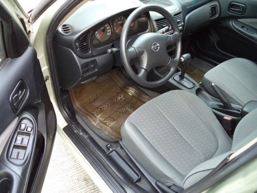 2008 Nissan Sentra - Interior Front View