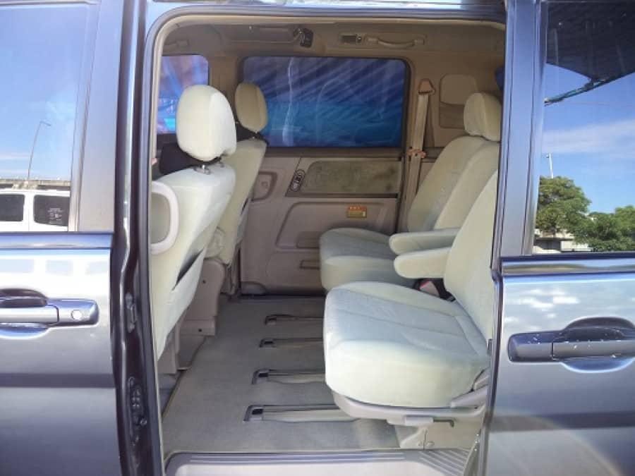 2003 Nissan Serena - Interior Rear View
